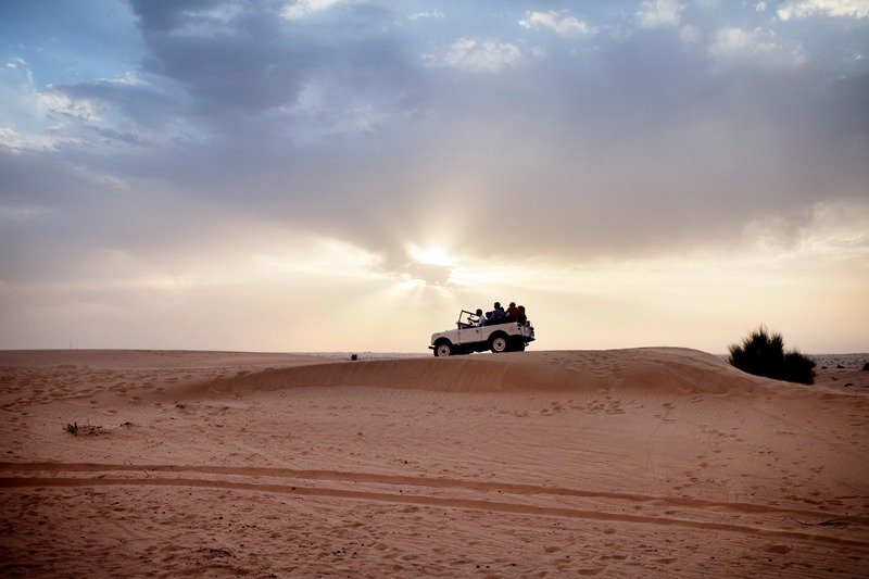 Dubai - Page 2 Adventure_Desert-Safari_Car-on-dune-sunset