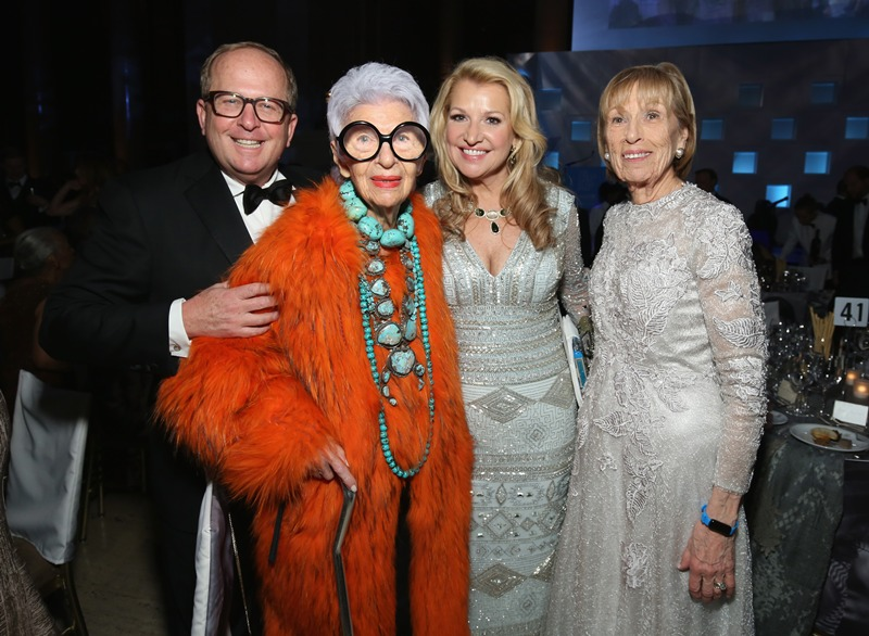 Iris Apfel (2nd L) and Honoree: Spirit of Compassion Award Mindy Grossman (2nd R) and guests (Photo by Cindy Ord/Getty Images for UNICEF)