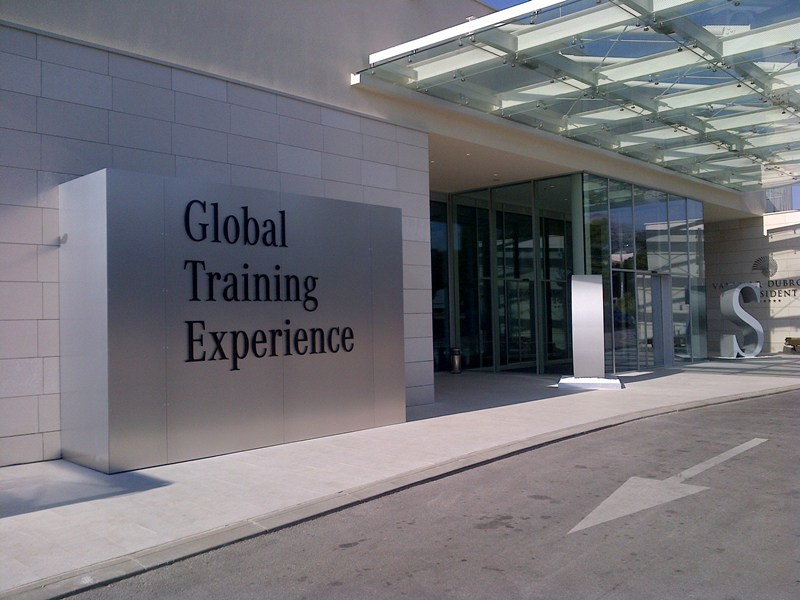 Mercedes benz global training experience po inje sutra u for Mercedes benz training center