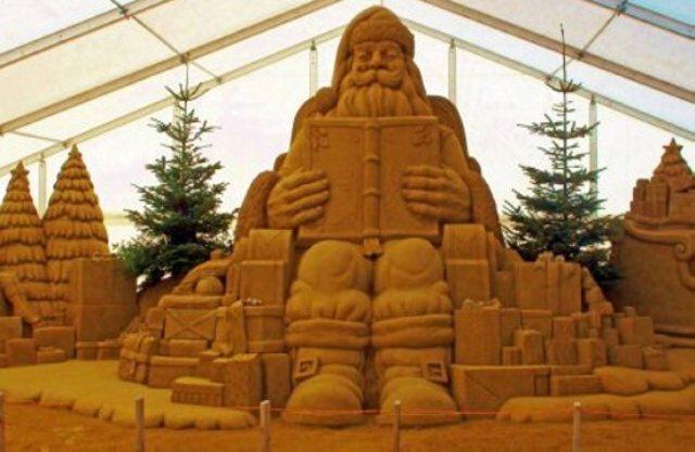 Najveći Deda Mraz od peska