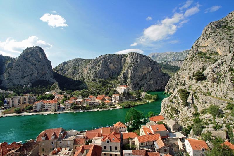 Grad Omiš u Dalmaciji